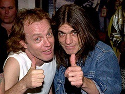 angus-young-malcolm-young-ac-dc-rock-na-veia