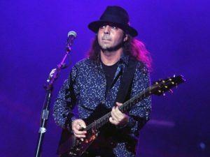 Daron Malakian Guitarrista e cabeça da banda